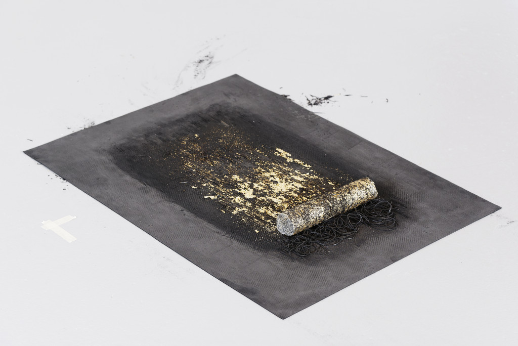 Hemali Bhuta, Encounters with gold, 2017, rug in rubber, imitation of gold leaf, dust of gneiss, quartz coring, colourless lacquer and arabic eraser, 80.5 cm x 60 cm, Courtesy of the artist and Project 88, Mumbai, © Photo: Aurélien Mole / CIAP de Vassivière